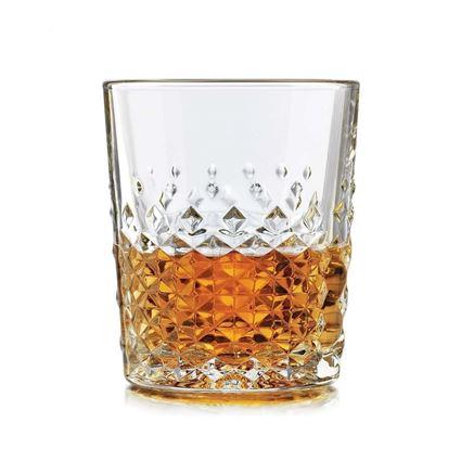 כוס וויסקי מדגם קראט מבית ליבי - Libbey מלא וויסקי