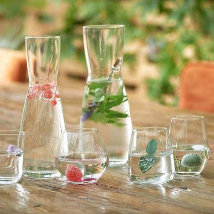 קראף מים מדגם אנסמבל מבית ליבי Libbey בגינה, מלא מים