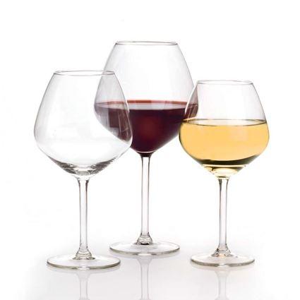 כוסות יין קריסטל דגם קארה מבית Royal Leerdam עם יין
