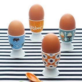 כלי לביצה קשה במגוון עשיר של דוגמאות דקורטיביות